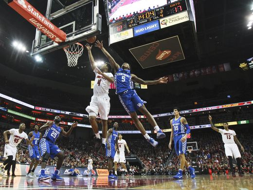 Quentin Snyder evades Malik Monk in Cards victory. (photo by Matt Stone, the Courier-Journal)