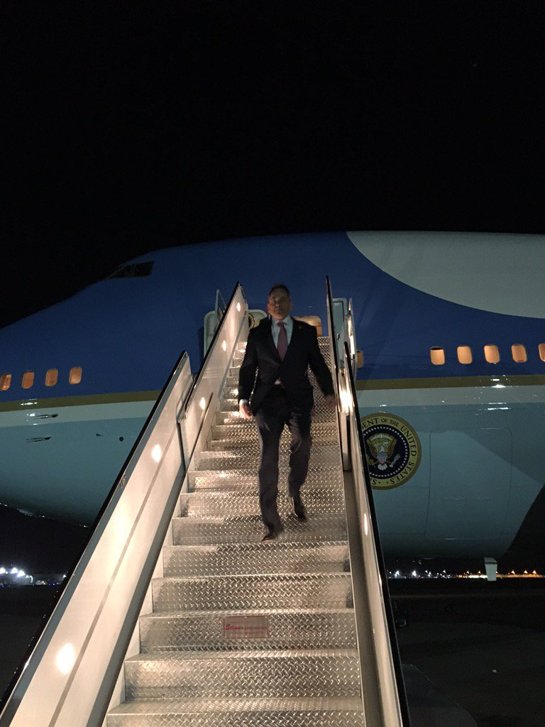 Kentucky Governor Matt Bevin descends from Air Force One after meeting with President Trump. (via Twitter)